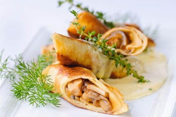 Рецепт блинчики с курицей и грибами в сливочном соусе