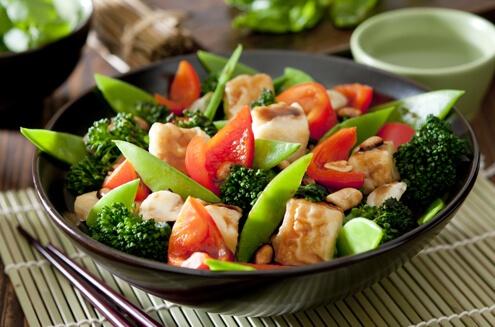 Салат із броколі та курки