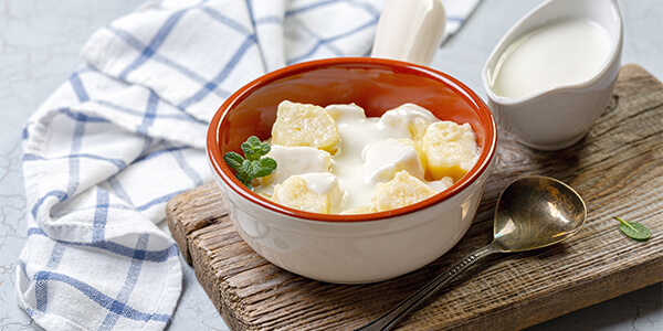 """Lazy"" cottage cheese dumplings with yoghurt sauce"