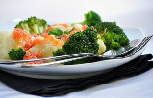 Салат из брокколи и цветной капусты