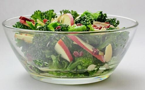 Дієтичний салат із броколі