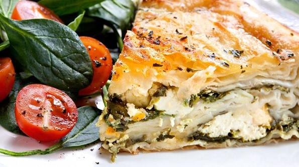 Открытый пирог с шпинатом и сыром