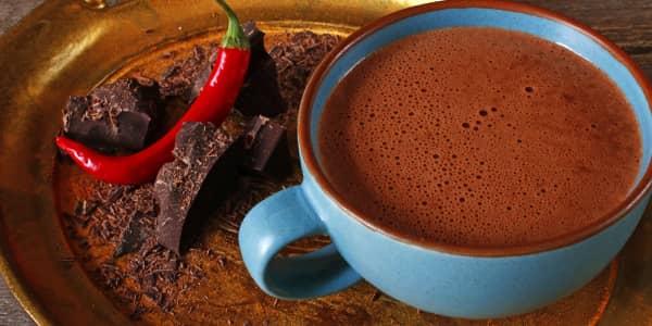 горіхове какао з перцем чилі та карамельним сиропом