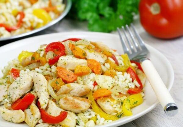 Куряче філе з овочами в сметанному соусі