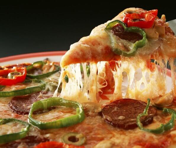 Рецепт пиццы на дрожжах с колбасой
