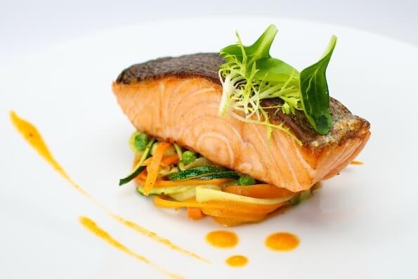 лосось на овочевій подушці