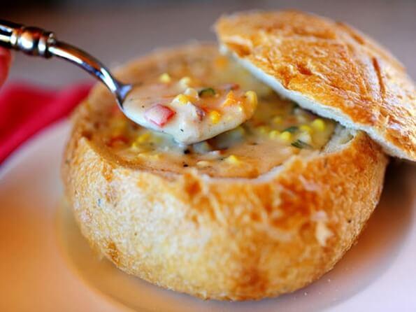 Крем-суп у хлібному горщику